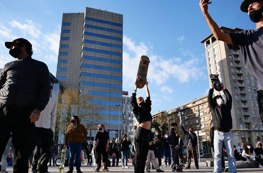 Més d'un centenar d'skeaters reclamen la nova plaça dels Països Catalans