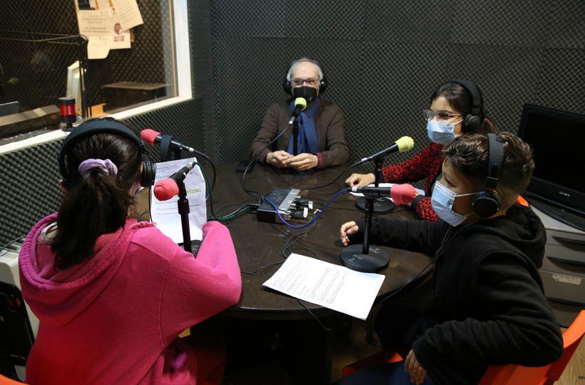 Ona de Sants-Montjuïc col·labora amb el projecte de Ràdio escola