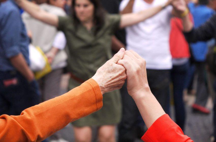 Tornen les sardanes després de la pandèmia a Sants