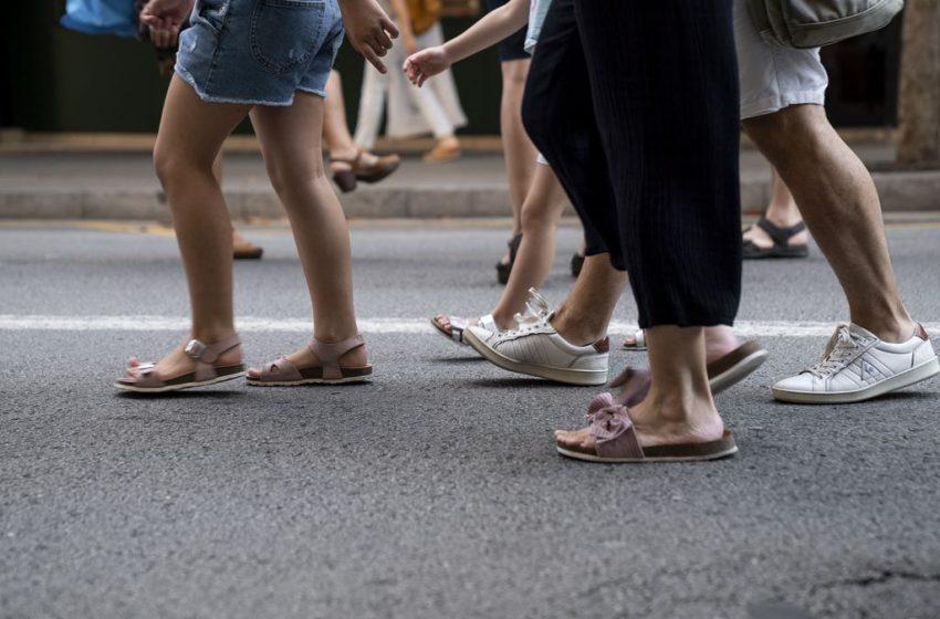Passejar per evitar la soledat i fer barri