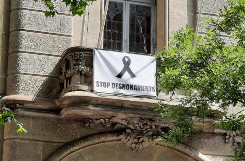 Sants-Montjuïc decreta dia de dol pel suïcidi d'un home que anava a ser desnonat