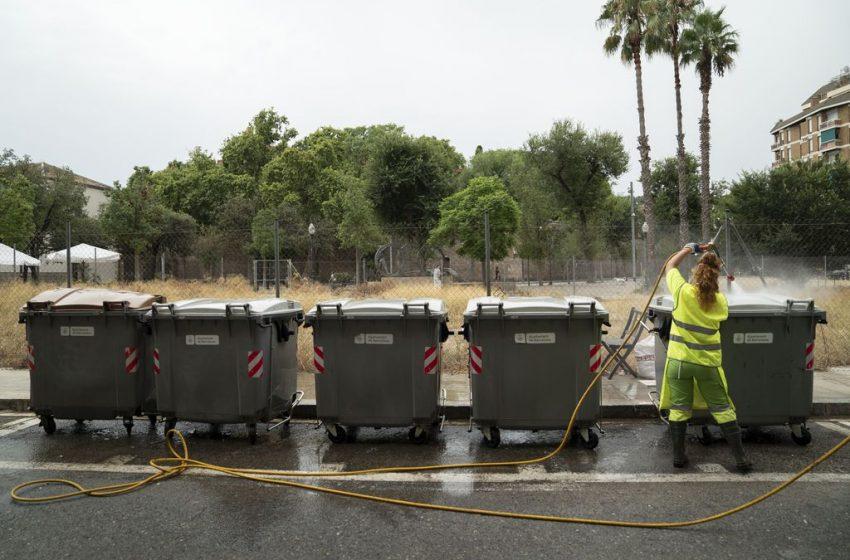 El Poble Sec impulsa un curs de neteja ecològica per erradicar l'atur